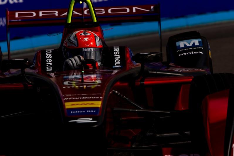 2015/2016 FIA Formula E Championship. Punta del Este ePrix, Punta del Este, Uruguay. Saturday 19 December 2015. Loic Duval (FRA), Dragon Racing - Venturi VM200-FE-01. Photo: Zak Mauger/LAT/Formula E ref: Digital Image _L0U7755